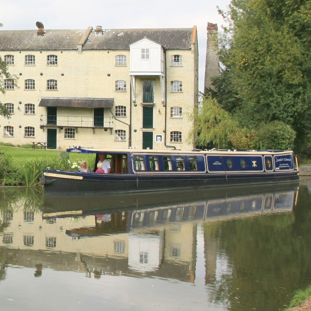 Annie's Lauch narrowboat